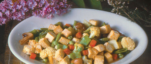 Tofu e verdure miste e saltate