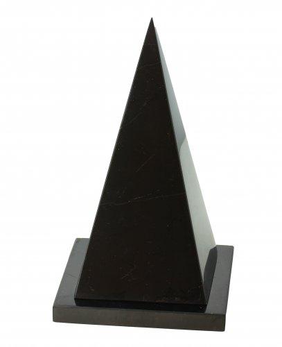 Piramide Isoscele Cava di Shungite + Supporto