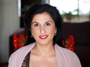 Dorit Rabinyan è nata nel 1972 in Israele, da una famiglia ebrea trasferitasi dall'Iran