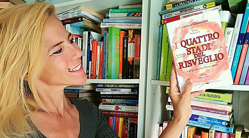 """Barbara ha intervistato Francesco Giacovazzo, autore del libro """"I Quattro Stadi del Risveglio""""."""