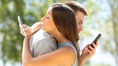 Come l'Amore e la Vita di Coppia sono Cambiati con i Social